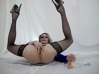 Orgasm hands free with dildo...