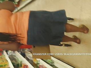 Ebony old Upskirt No panties
