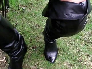 piss in bootsPorn Videos