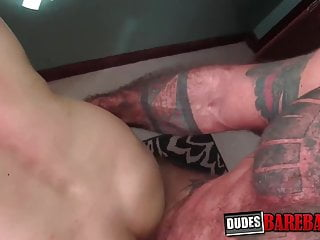 Muscle daddy enjoys his chance to bare fuck a youngster