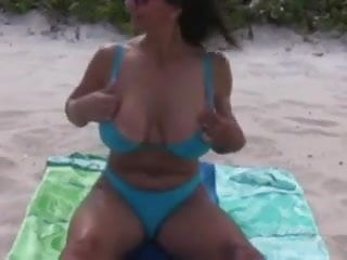 Busty mature mom with amazing naked...