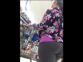 Cute BBW Latina in Leggings