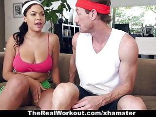 TheRealWorkout Ebano tettona scopata da un istruttore di fitness