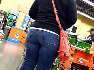 Pawg booty in those jeans...