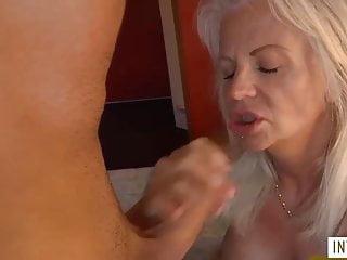 Blonde Milf wird gefickt - Bild 5