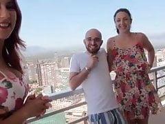 Balkon Jebi U Benidorm Između Dva Amatera Parove