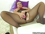 British milf Samantha can't stop toying her mature pussy