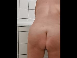 meine Frau beim Haarewaschen - Bild 7