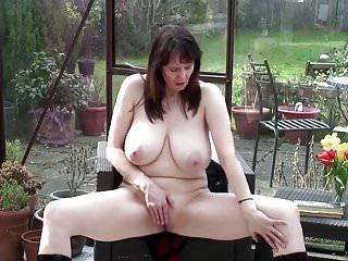 Sexy nonna con grandi tette reali e corpo caldo