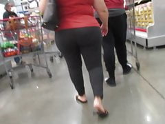 Thick ass mature PAWG in gray leggings built for riding