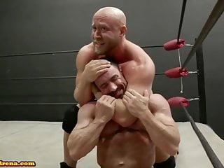 Wrestling between 2 bodybuilders