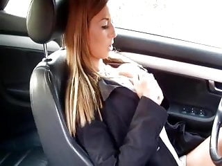Comely whore fingers her hole in her automotive
