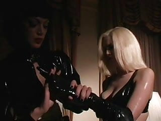 Dominatrix uses Her Subordinates