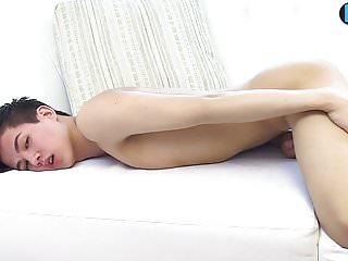 سکس گی Twink پسر الکساندر لی اولین بار cumming در ویدیو Twink رقص همراه با برهنگی تدریجی رقاصه استمناء فیلم های HD آماتور آسیایی