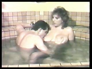 Busty Mindy In The Bath