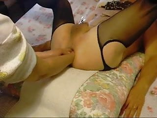 Amateur wife fisting her...