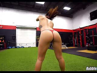 Big Booty White Girl in the Gym
