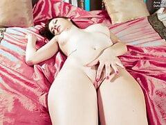 Brunette Anna Italyanka – big tits virgin casting