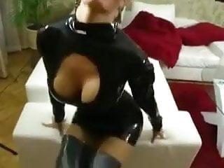Blonde latex amateur fucked - Bild 1