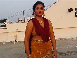 hot bhabhi sporting saree
