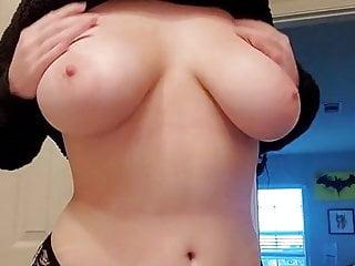 Adelie jolie emo nous montre ses gros seins
