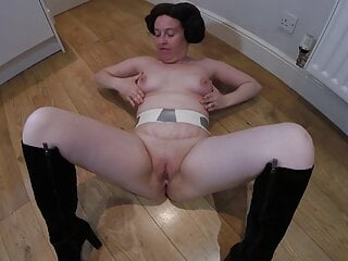 Princess Leia cosplay – Naked in boots dancing