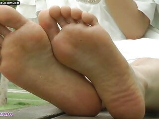 Asian presents toes