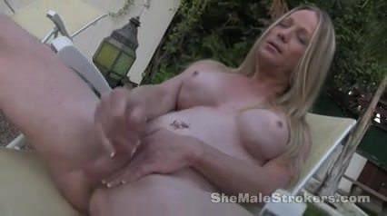 Prepon topless laura Laura Prepon