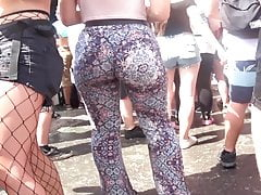 Candid - Hot Blonde Big Ass in Leggings (1)