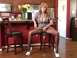 Realtor Ginger Back To Close The Sale