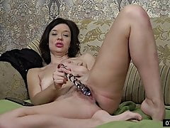 37yo Single Mommy from Donetsk - interview & masturbation