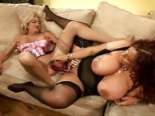 2 Lesbian Milf's