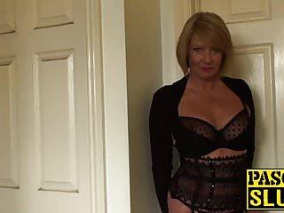 Signora matura seduce con il suo corpo carino